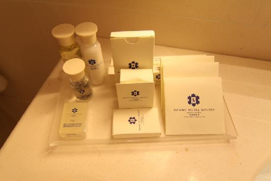 Grand Hotel Savoia: Well-equipped bathroom