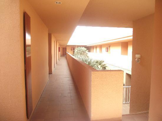 Protur Bonaire Aparthotel: Corridor outside apartment