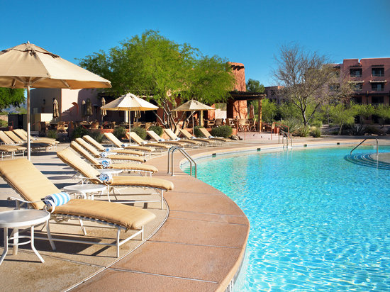 Sheraton Grand at Wild Horse Pass: Hanyo Grill and main pool