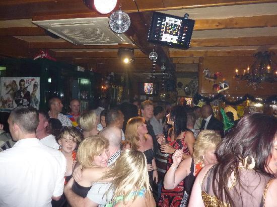 Karaoke Bar Jesters: Always a Party !!
