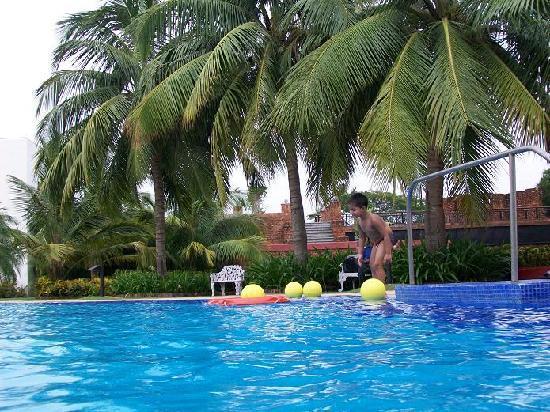 The Ffort Raichak: The swimming pool of Ffort