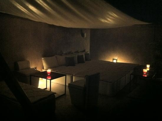 Riad Dar One : roof terrace at night