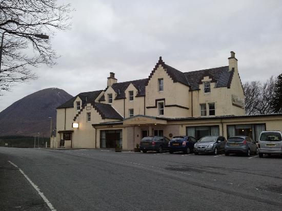 Broadford Hotel: Front
