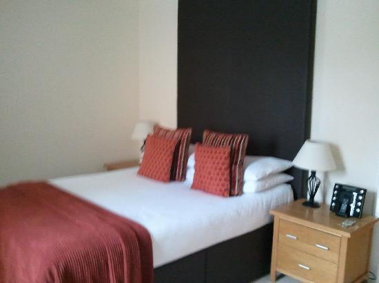 Broadford Hotel: Bed