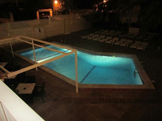 BQ Carmen Playa Hotel: terraza con vistas a la piscina