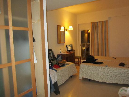 BQ Carmen Playa Hotel: la habitacion muy amplia