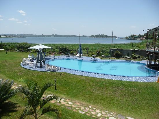Ryan's Bay Hotel: Lake & Pool