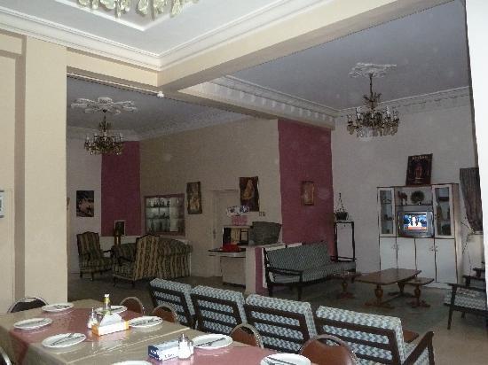 Canary Hotel: foyer/dining area
