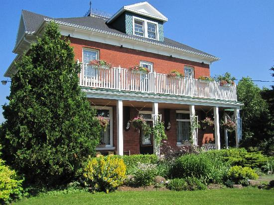 Green Woods Inn: Fragrant Summer Days
