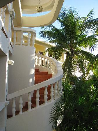 Coconut Palms Resort: Stairways at the Coconut Palms