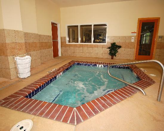 Comfort Suites Eugene: Luxurious Hot Tub