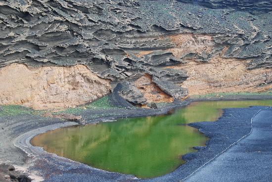 Lanzarote, Spain: El Golfo con il Lago de Los Clicos