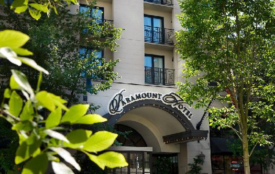 Paramount Hotel: Hotel Entrance