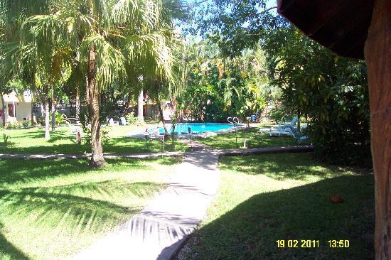 Hotel Samara Beach : Pool and Hotel grounds