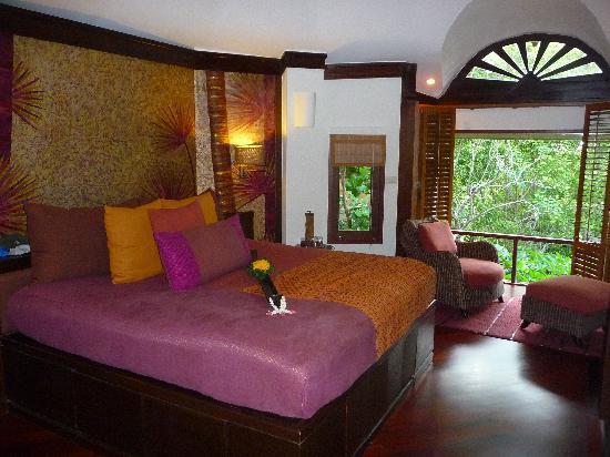 โรงแรมรายาวดี: Upstairs bedroom