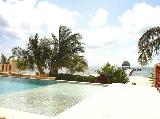 Miramar Villas: Perfect View from the pool