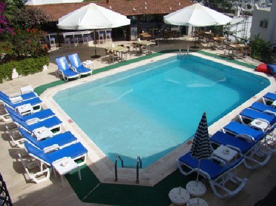 Hotel Jarra : temiz havuz