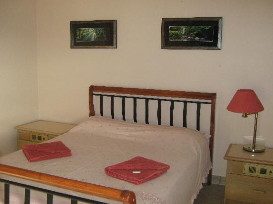 Daintree Riverview Lodges & Camp Ground: Ensuite queen room