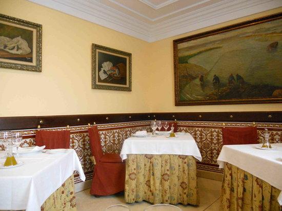 Restaurante El Faro de Cádiz: El Faro Dining Room