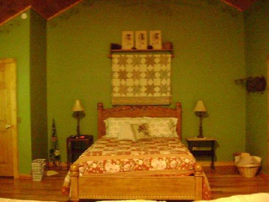 Hocking Hills Cabins: Bed