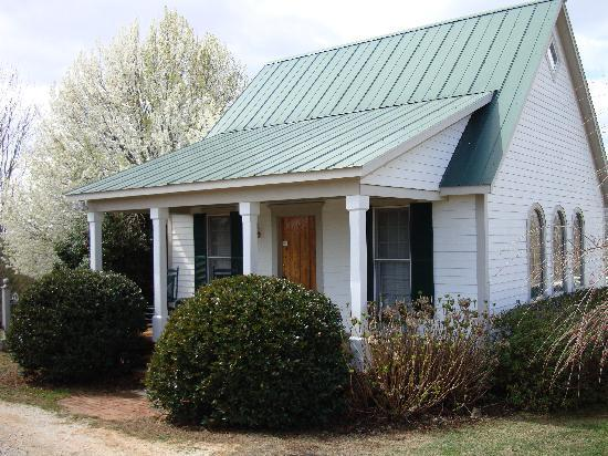 The Red Horse Inn: Springhouse cottage