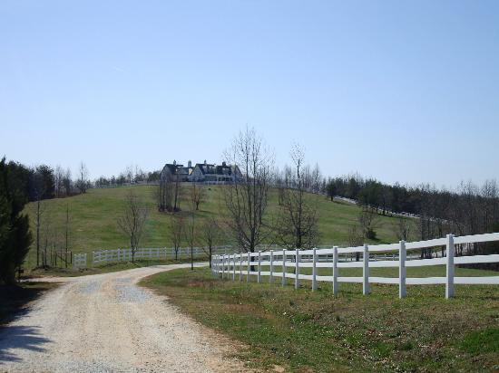 The Red Horse Inn: view of inn