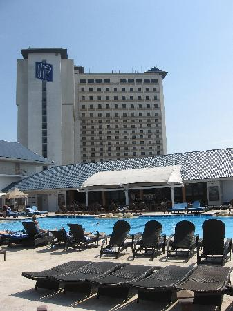 IP Casino Resort Spa - Biloxi: IP and Pool View from Cabana
