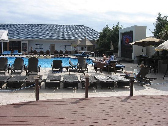 IP Casino Resort Spa - Biloxi: Giant TV at the end of the Pool - Watched March Madness Poolside!