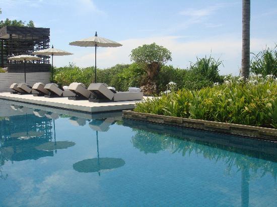 Alila Villas Uluwatu: the fantastic 50m main pool on the cliff