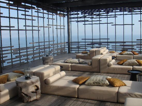Alila Villas Uluwatu: what an impressive setting for an evening cocktail...