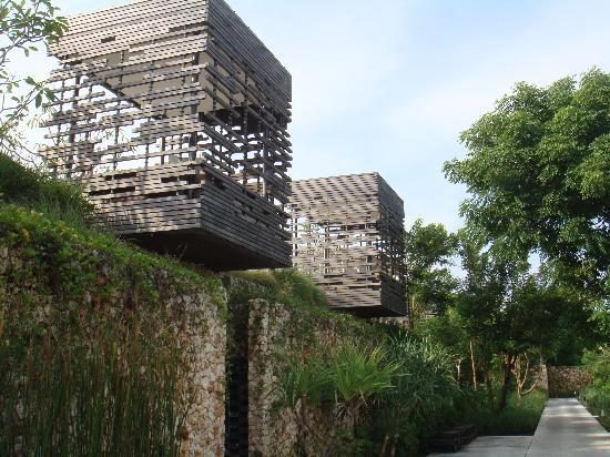 Alila Villas Uluwatu: the pathways going to the villas