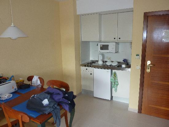Protur Bonaire Aparthotel: room with sink propped on cupboard door