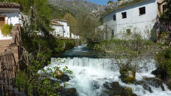 Molino del Santo: The river alongside the dining terrace