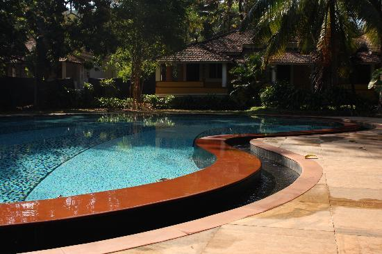 Hotel Bougainvillea - Granpa's Inn: Cooling off by the pool