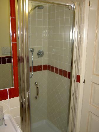 Relais Santa Genoveffa: glass door shower