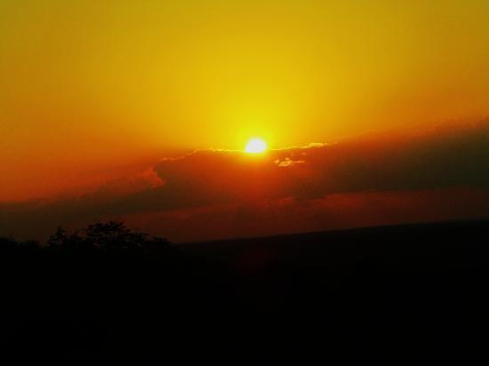Jacaranda Beach Resort: tramonto alla cucina del diavolo