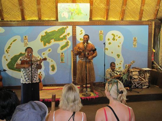 Polynesian Cultural Center: Fijian singers