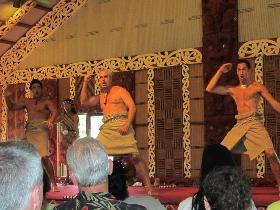 Polynesian Cultural Center: Mauri dancers