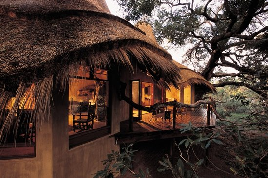 Pondoro Game Lodge: Luxury suite facing Olifants river