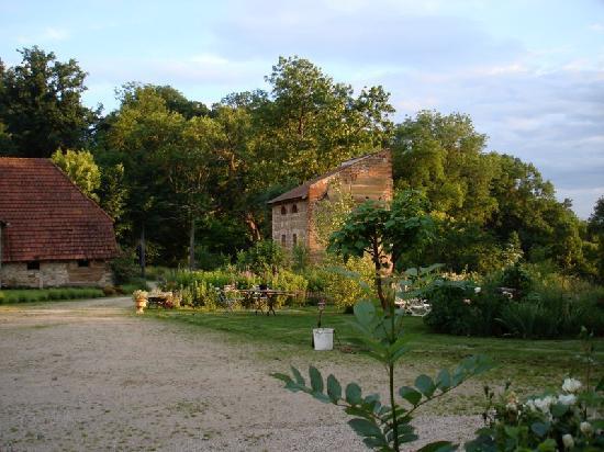 Aux Jardins des Thevenets: Pigeonnier