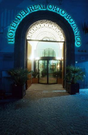 Hotel Del Real Orto Botanico : INGRESSO NOTTURNO