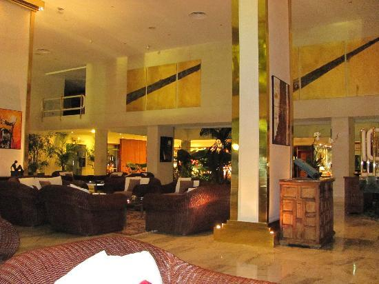 Gran Melia Don Pepe: Lovely airy lounge area