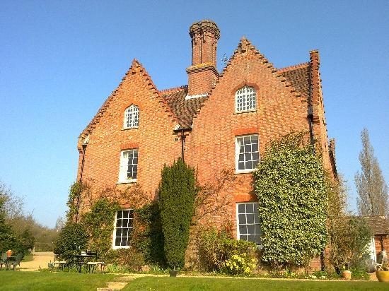 Sissinghurst Castle Farmhouse: House from the garden