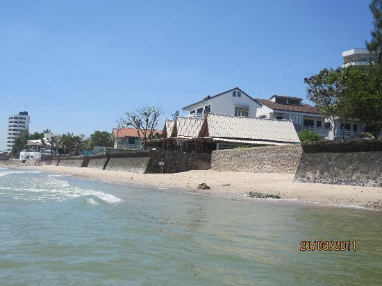 Sea Breeze Guest House: Beach from the sea.