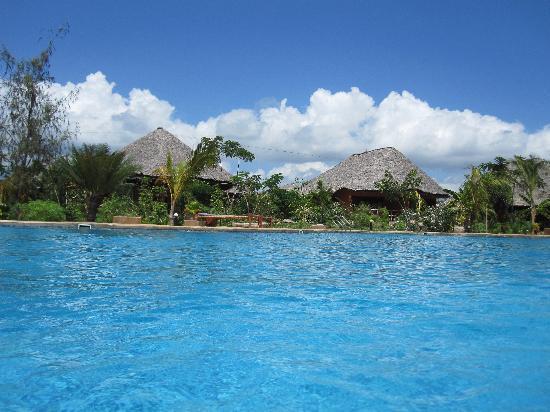 Spice Island Hotel Resort Zanzibar : Der blick vom Pool auf die Bungalow`s