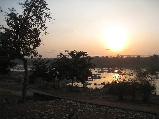 Bundelkhand Riverside: vue de la chambre/terrasse