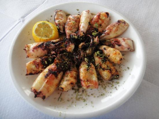 Aspro Mavro: fresh squid