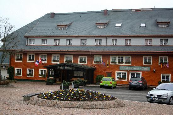 Hotel Schiff Schluchsee: Front of hotel