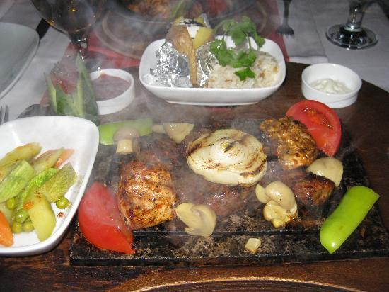 Metropolis Cafe And Restaurant : huge and tasty mixed grill or grilled mix :)