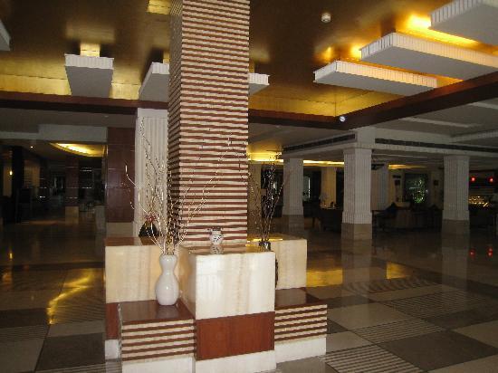 Ramada Plaza JHV Varanasi: hall d 'entrée